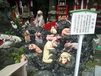 京浜伏見稲荷 きつね達2.jpg