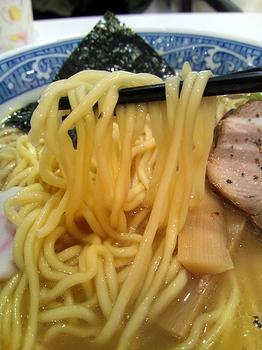 青葉 イオンモール東久留米店 中華そば 中太麺.jpg