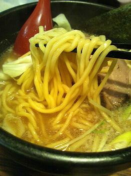 麺屋 無尽蔵 中太麺.jpg