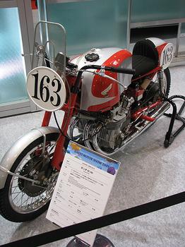 HONNDA 往年のレーサー RC160.jpg